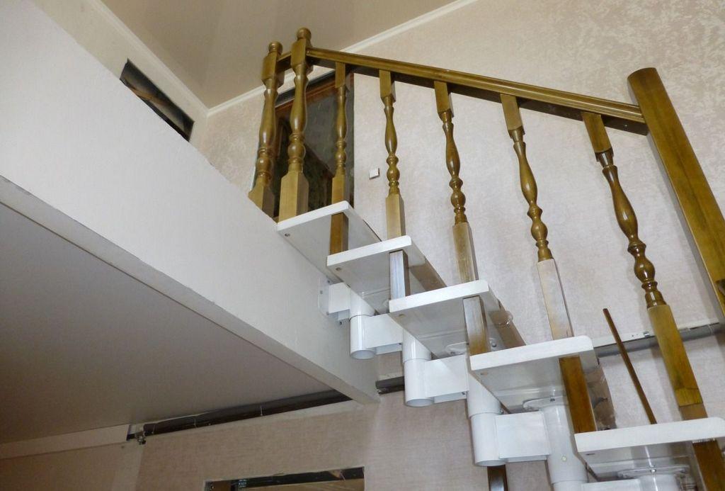 ограждение на лестнице деревянное