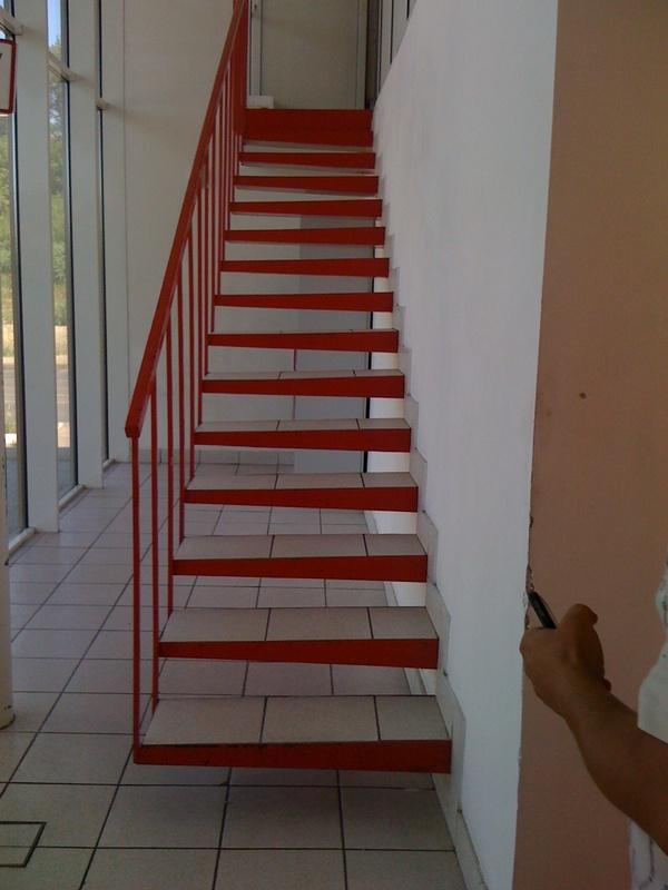 Бескаркасная сварная лестница Лестницы в Курске, лестница на второй этаж частного дома недорогая для самостоятельной сборки красивая современная воздушная