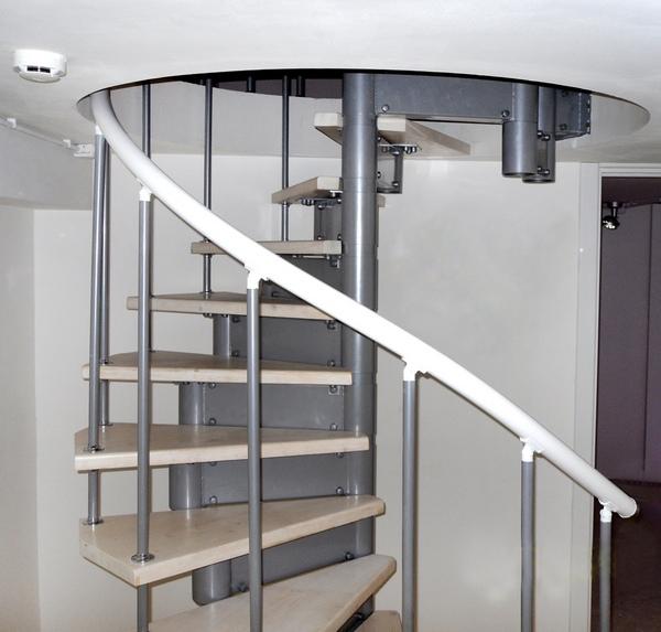 Винтовая комбинированная лестница