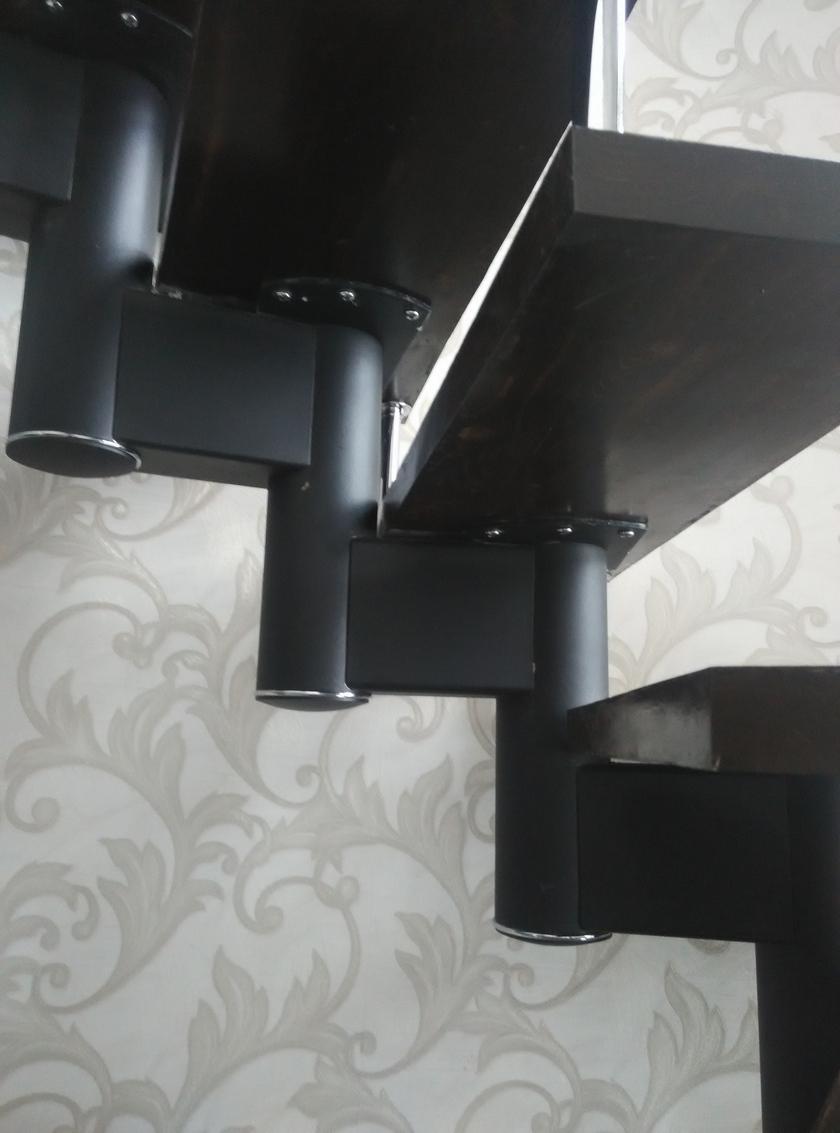 Металлическая лестница без швов